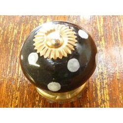 Porcelain knobs pitch black/gold