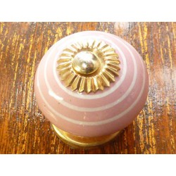 Porcelain knobs line white/pink