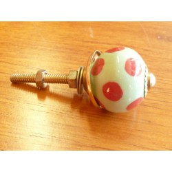Mini knobs green spring pitch red